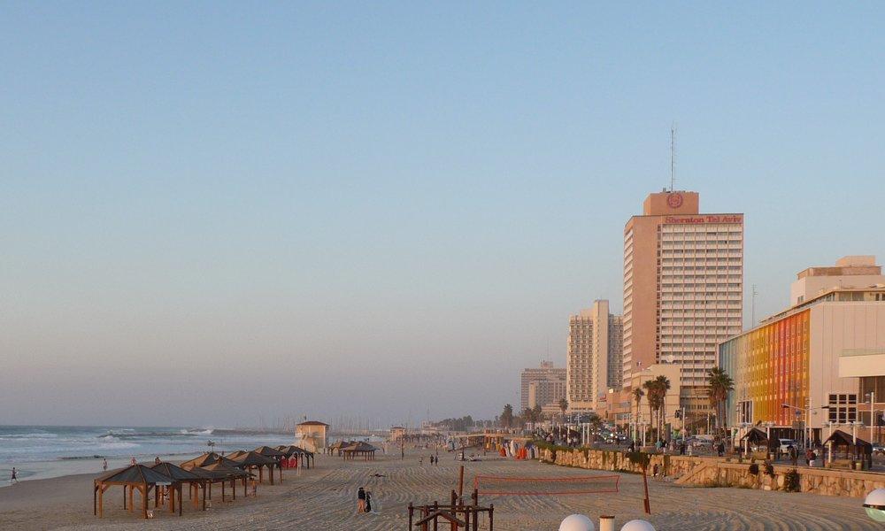 Tel Aviv beach 2.JPG