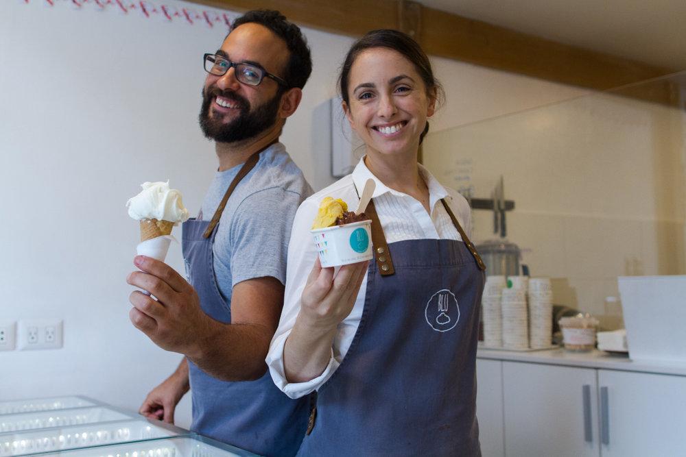 BLU   Los helados del barrio llegaron al mercado para poner el toque dulce al día: más de 40 sabores con recetas originales italianas y frutas locales como piña, granadilla, sandía o chirimoya.