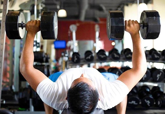 BodyFit is a personal training gym in Little Italy San Diego. We ALSO offer memberships so you can hit the weights on your own schedule...with a spotter of course. 💪🏽💪🏽💪🏽 #bodyfitsd #littleitalysd #bench #chestworkout