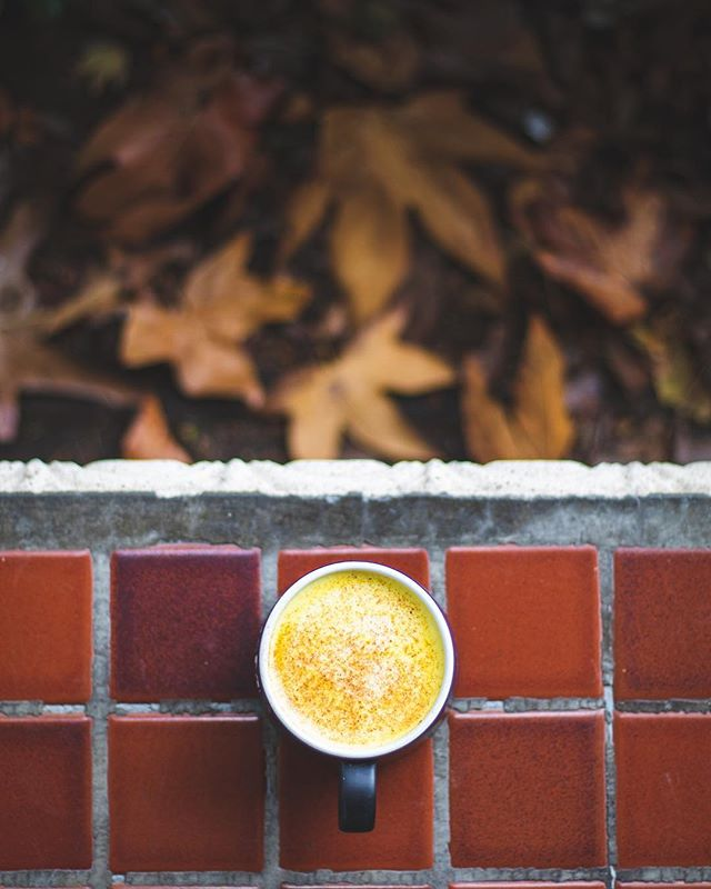 Are you on the #tumericlatte bandwagon. We can't decide about this spice in our coffee...however, tumeric DOES contain curcuminoid compounds known to have powerful anti-inflammatory effects and is a great antioxidant. We might keep our tumeric for our curry, but the coffee is up to you! #bodyfitsd #livewellbewell . . . . #sdpersonaltrainers #getfit #sandiegofitness #sdfitness #healthy #eatwell #bewell