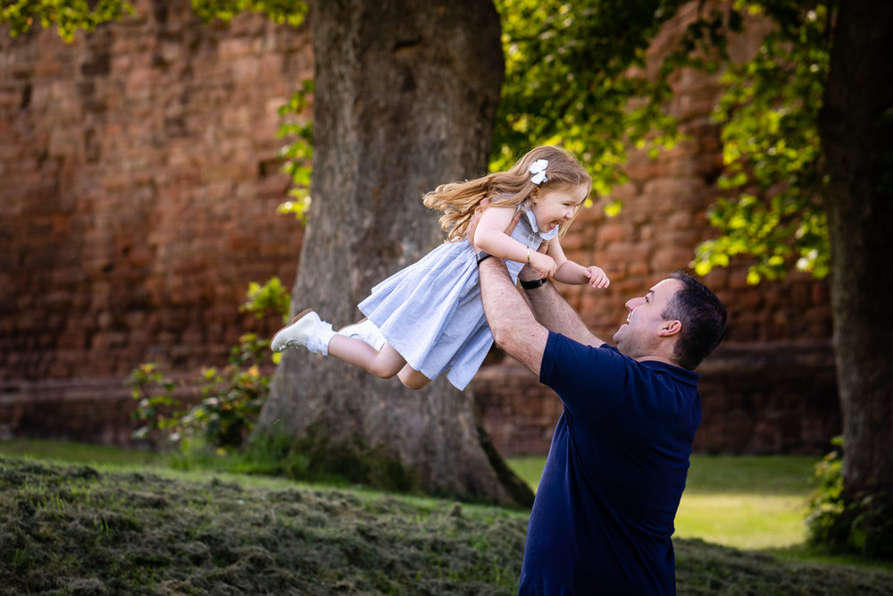 walker-family-session-bothwell-castle-glasgow-dearlyphotography (28 of 31).jpg