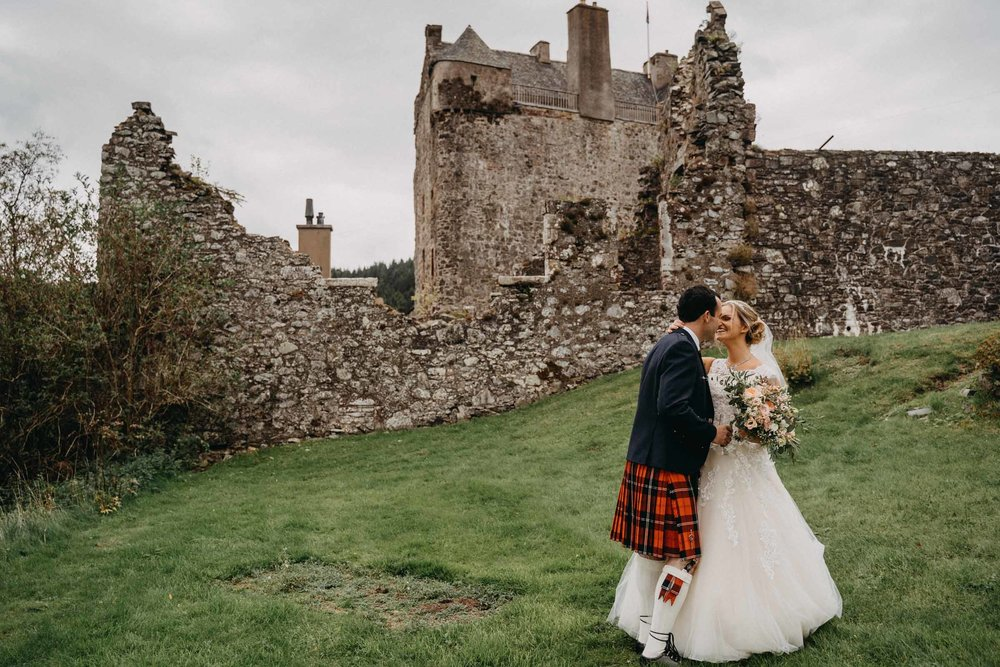 neidpath_castle_peebles_wedding_dearlyphotography (64 of 122).jpg