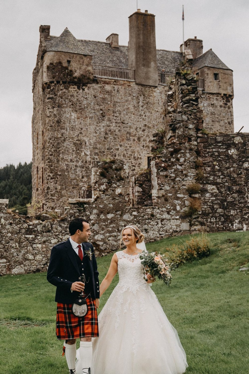 neidpath_castle_peebles_wedding_dearlyphotography (66 of 122).jpg