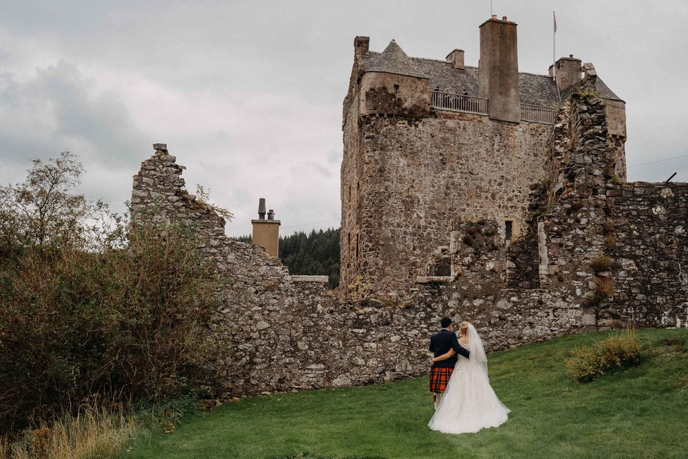 neidpath_castle_peebles_wedding_dearlyphotography (73 of 122).jpg