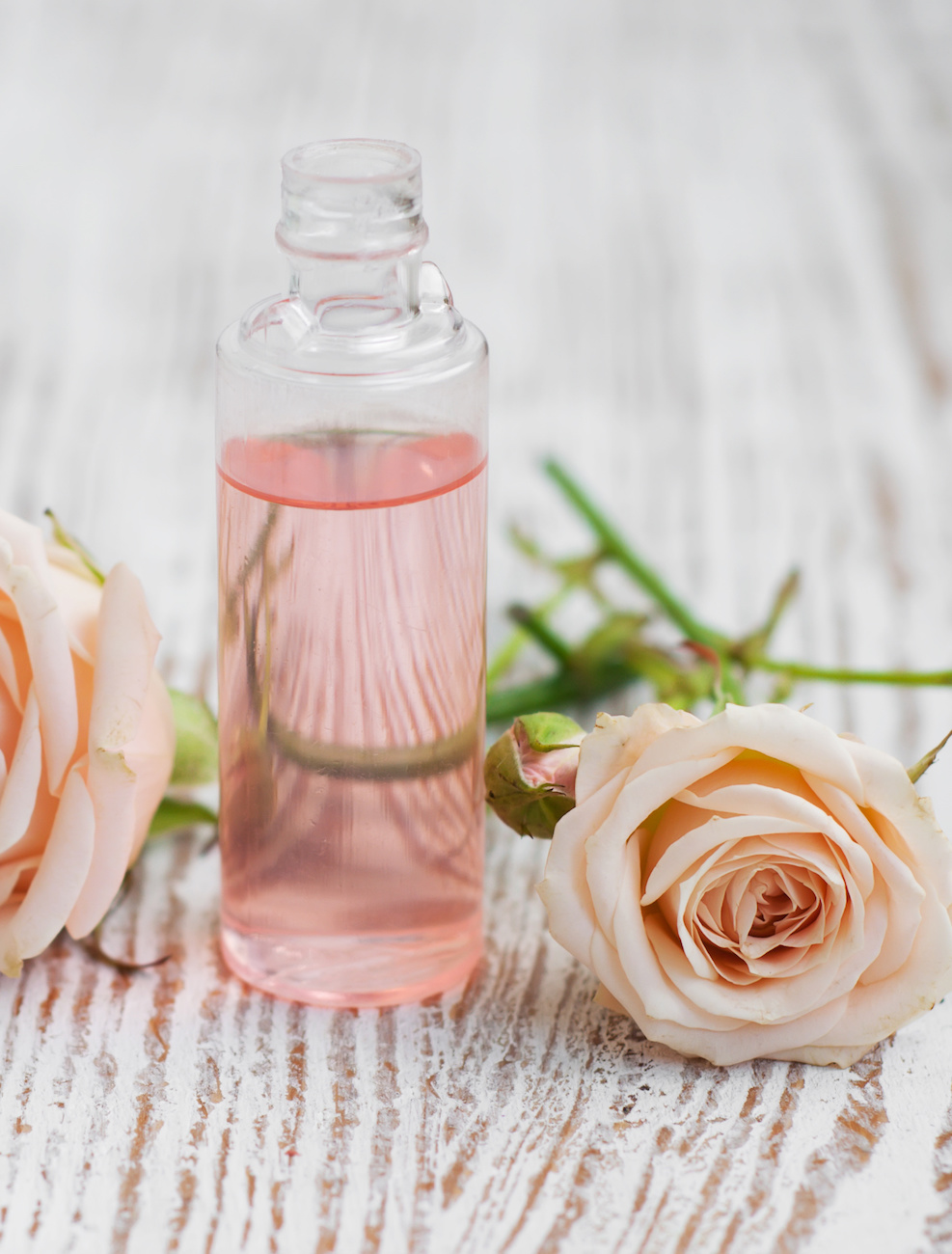 Rose Water - Helps to hydrate, revitalize and moisturize the skin giving it with that refreshed look