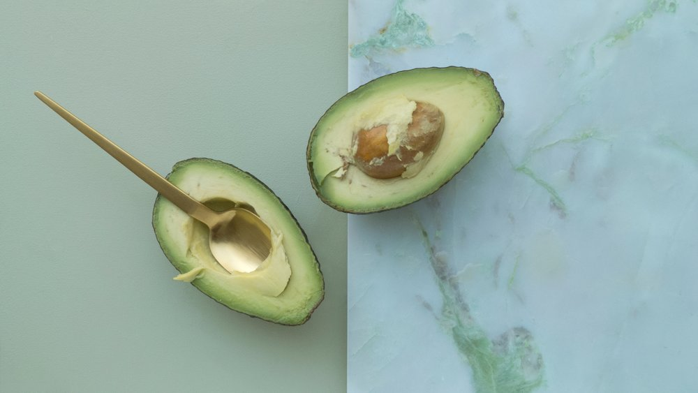 Avocado Butter - Avocado is naturally rich in vitamins A, D, and E, and unsaturated fatty acidsRemoves dead skin cells from the skin. It deeply penetrates into the skin to restore the nutrients.