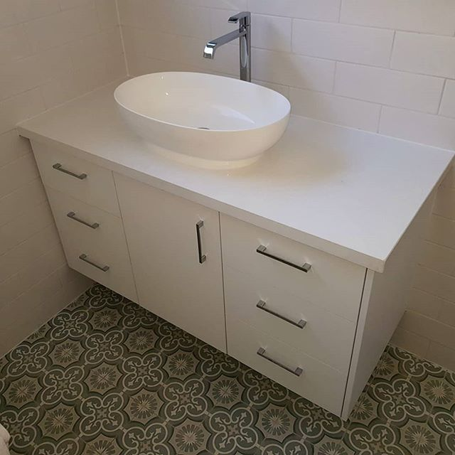 Nice and simple vanity we have just completed for a colab with @basrenovationplumbing. We used an Intense white @caesarstoneau benchtop over a Designer white Melamine door from @laminexau  @blumaustralia softclose hardware too! 🙂