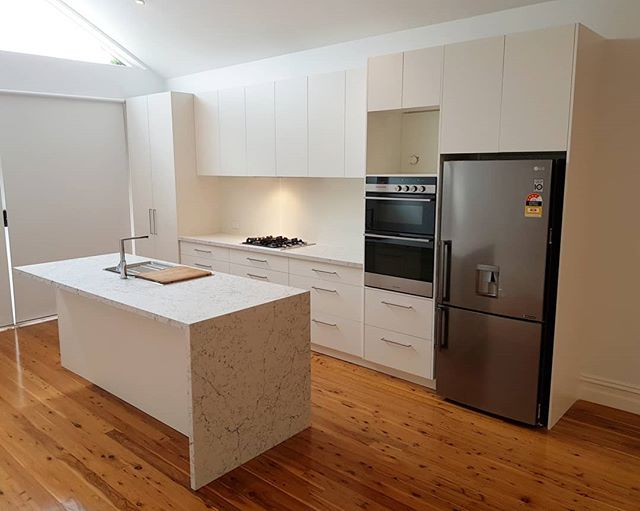 I dropped back in to our recent job in Fitzroy North to get a few snaps of the kitchen now that the electrician has fitted off. White Attica by @caesarstoneau looks great over the square edge door in Classic White.  The Glass splash is also in a Classic white to match. Also a couple shots of the laundry/2nd bathroom. #kitchen #blum #cabinet #cabinetmaker #caesarstone #polytec #white #stone #abey #fisherandpaykel #Fitzroy