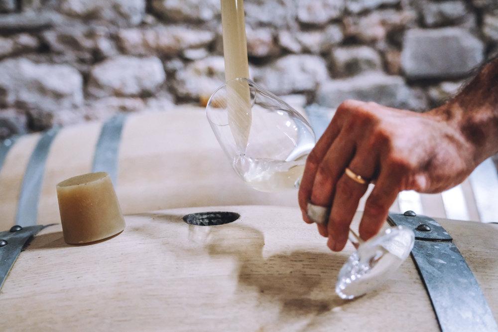 l'Élevage - Nous utilisons différentes méthodes d'élevage des vins, en fonction des cuvées et du résultat recherché. Ainsi, nos vins