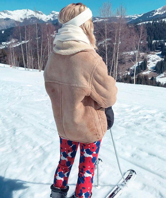 Les #fleurs patriotes #madeinfrance🇫🇷 d'Edith = parfaites pour un ski de Printemps ! ☀️🏔🌸#combinaisonparfaite #lepouvoirdesfleurs #ensemblezvous - - #bouledOr #ensembletoday #ensemble #flowerpower🌸 #springstyle #imprimédamour #printlovers #feelgoodeveryday #playfulfashion #parisiennestyle  #springoutfit #happyfashion #madeinfrancewithlove #fabricationfrancaise #fabriqueenfrance #creatricefrancaise #creationoriginale #instafashionstyle #fashionootd #instagood #skistyle