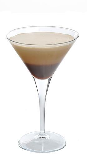 Coconut Coffee - Mezclar en coctelera 50 c.c de batido de coco con hielo picado y 1 expresso, servir en copa cóctel.