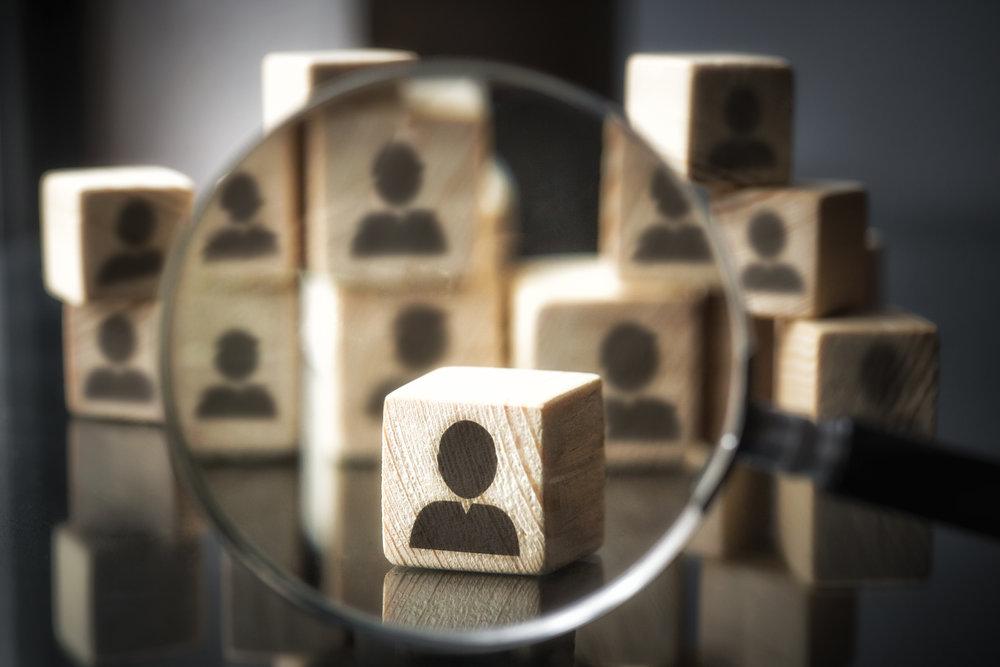 Direkte søk etter kandidater - Vår erfaring er at de beste kandidatene ofte ikke har et jobbskifte i tankene. Direkte søk er derfor en effektiv metode for å finne kandidater til nøkkelstillinger.Vi tar alltid utgangspunkt i en grundig gjennomgang av bransjen, bedriftens mål, dagens organisasjon og krav til stillingen for å sikre at vi vet hvilke krav kandidaten skal tilfredsstille.