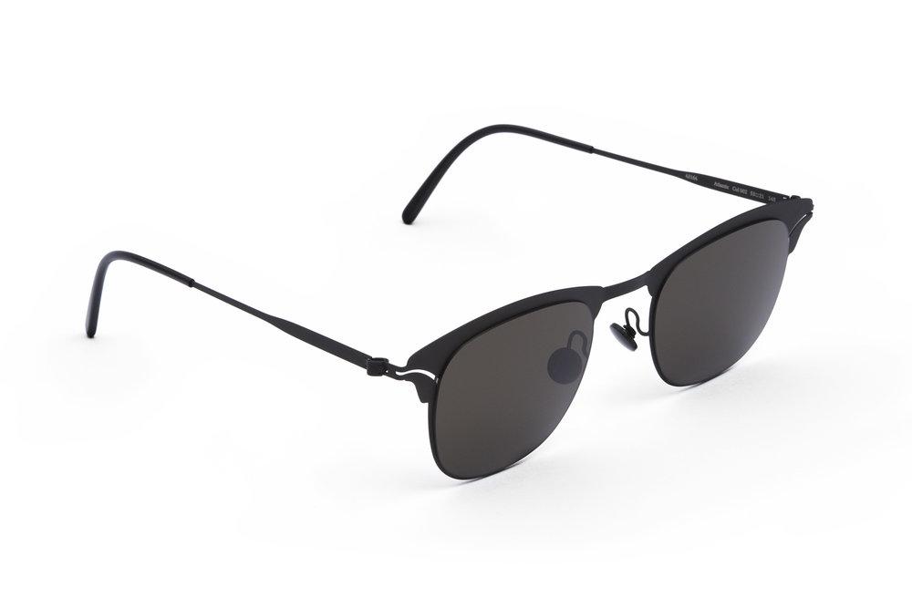 haffmans_neumeister_atlantic_black_black_grey_line_sunglasses_angle_102084.jpg