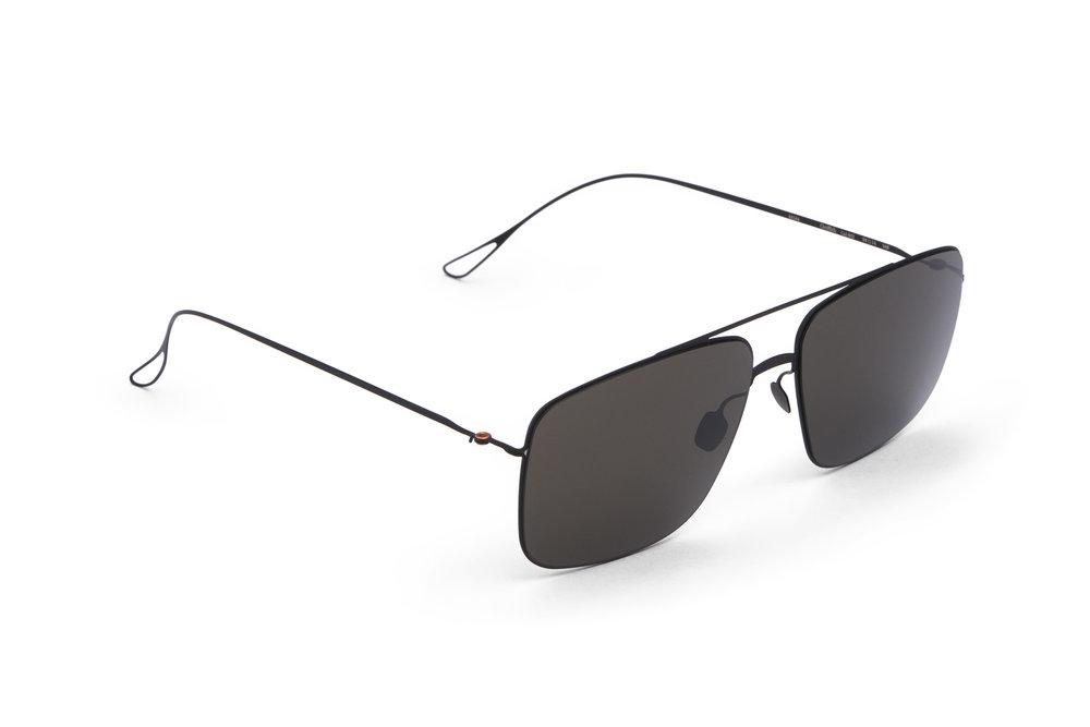 haffmans_neumeister_griffith_black_grey_ultralight_sunglasses_angle_102267.jpg