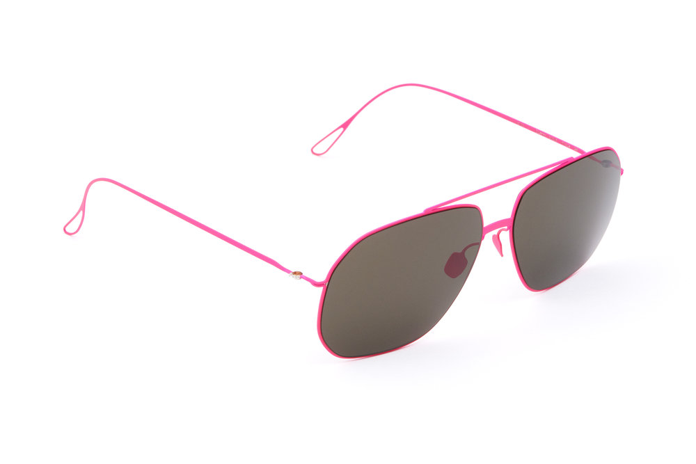 haffmans_neumeister_coxeter_candypink_grey_ultralight_sunglasses_angle_102366.jpg