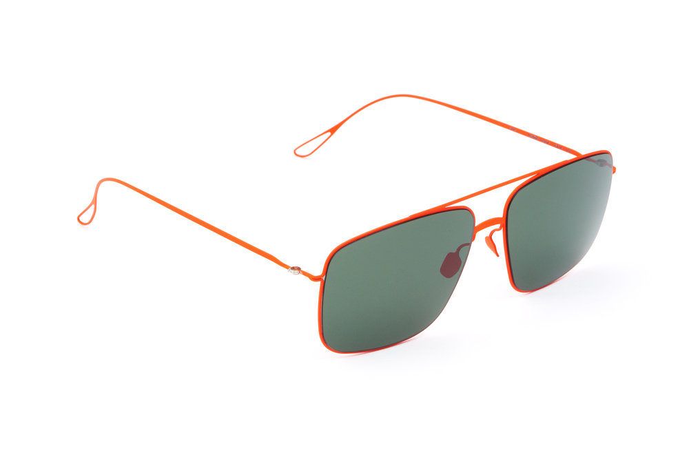 haffmans_neumeister_griffith_lavared_green_ultralight_sunglasses_angle_102372.jpg