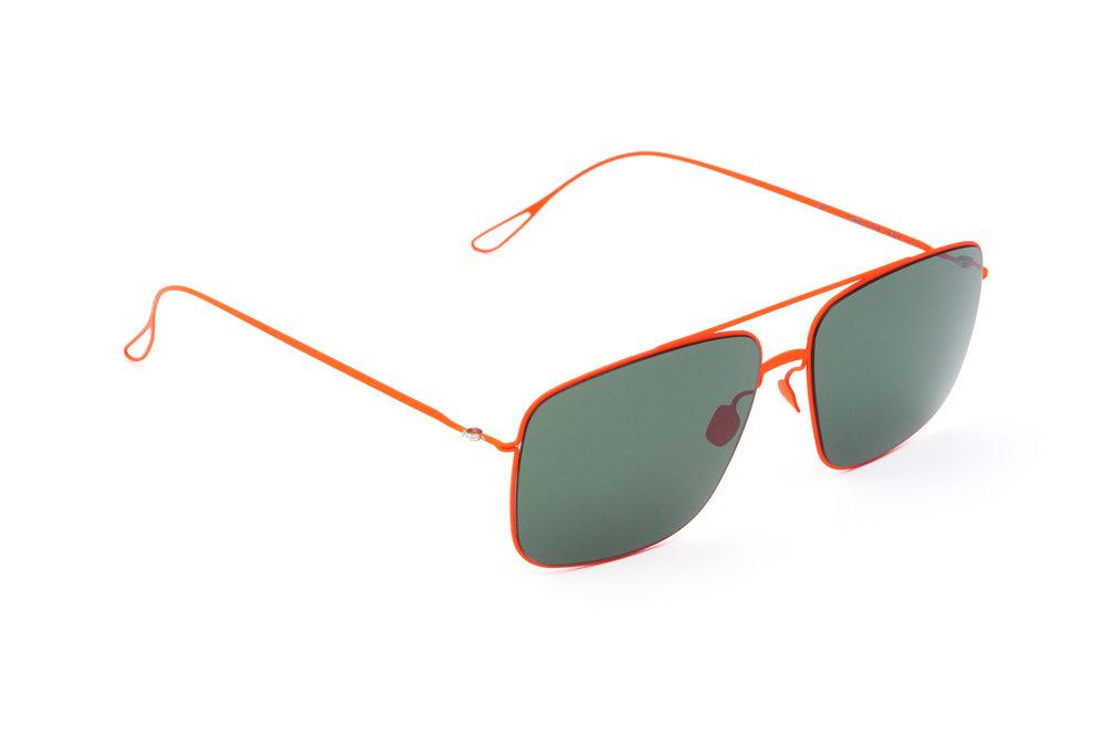 haffmans_neumeister_griffith_lavared_green_ultralight_sunglasses_angle_102372.jpg