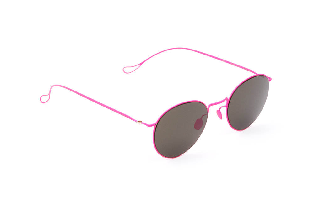 haffmans_neumeister_lovelace_candypink_grey_ultralight_sunglasses_angle_102380.jpg