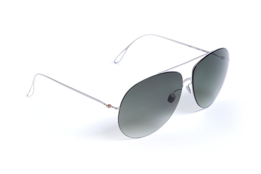 haffmans_neumeister_curtiss_silver_amazon_gradient_ultralight_sunglasses_angle_102480.jpg