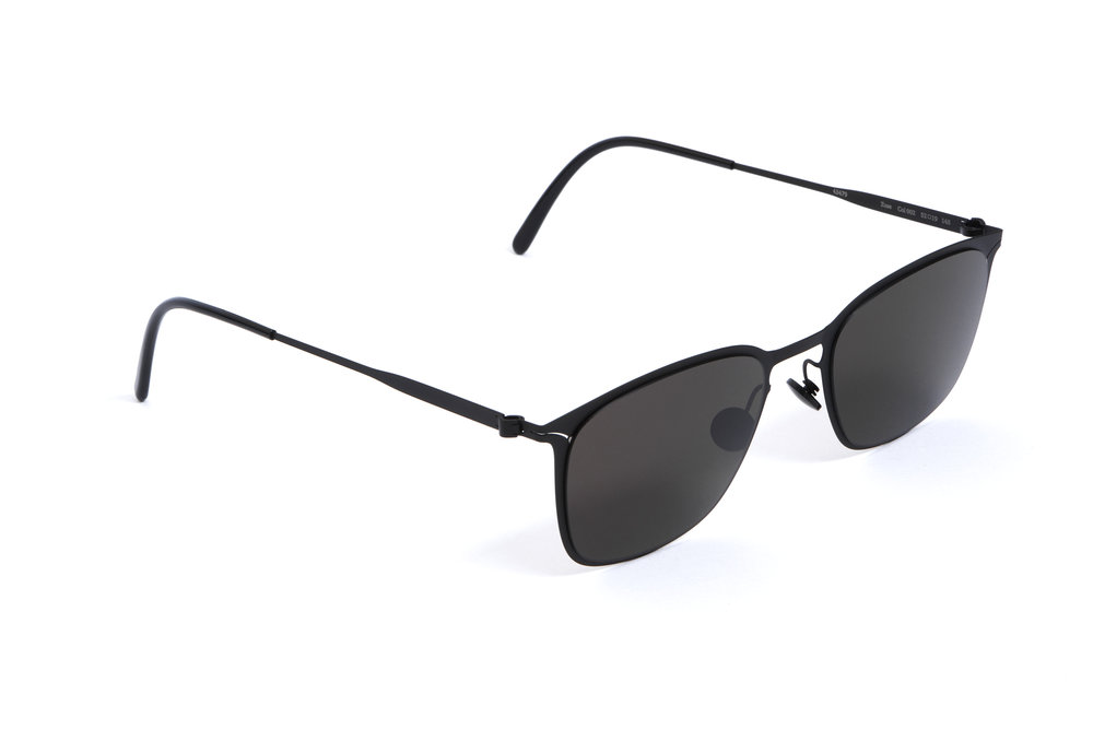 haffmans_neumeister_zuse_black_black_grey_line_sunglasses_angle_102432.jpg