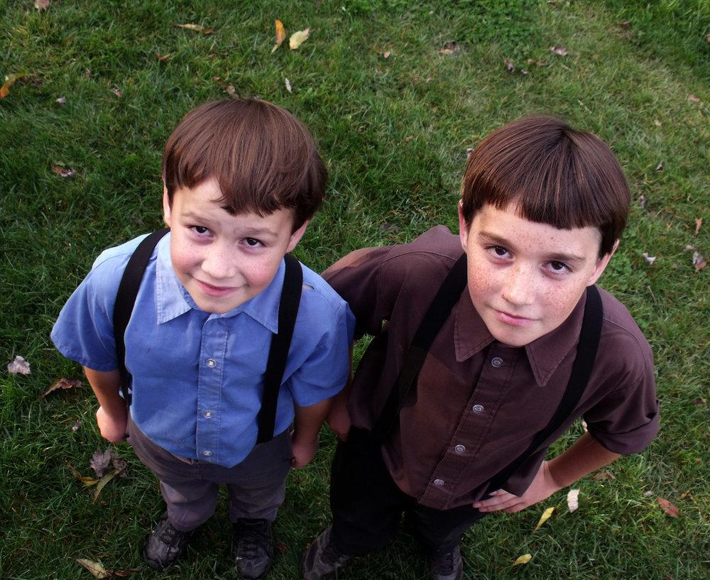 2-amish-boys.jpg