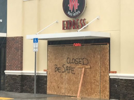 40607390-c267-4a90-96f3-8fdc33dee76c-Wing_Factory_Express_on_West_Tharpe_Street_closed_for_Hurricane_Michael.jpg