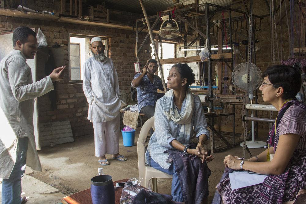 At the loom in Maheshwar. From L to R: Wasim, his father Bashir, weaver Bhayyu, Hema and Darshana.