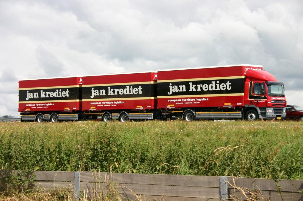 Jan Krediet driedubbele oplegger met dichte carrosserieen - roadtrain-.jpg