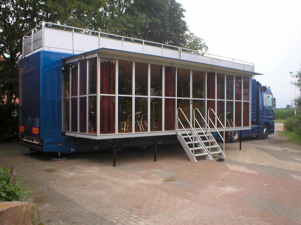 Hospitalitytruck buitenkant met trap - maatwerk-.jpg