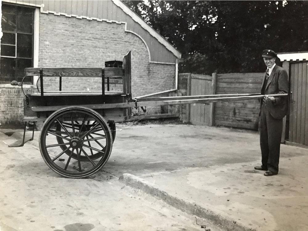 Voorgeschiedenis 1808 - 1877 - Haentje Jan IJntema bij een paardekar (1 van 1).jpg