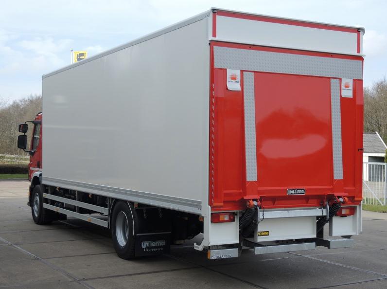 Gesloten plywood carrosserie voor transportbedrijf Kooiker te Grou (2 van 9).jpg