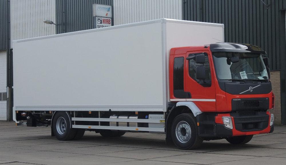 Gesloten plywood carrosserie voor transportbedrijf Kooiker te Grou (3 van 9).jpg