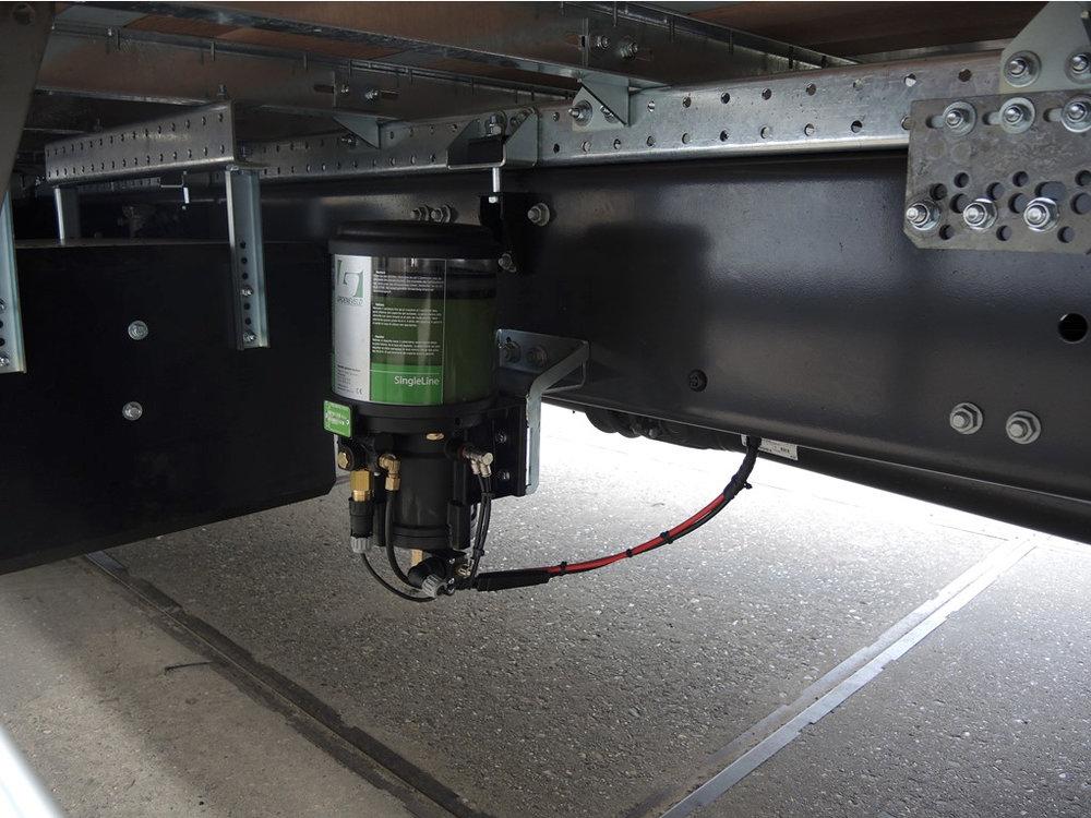 Gesloten plywood carrosserie voor transportbedrijf Kooiker te Grou (8 van 9).jpg