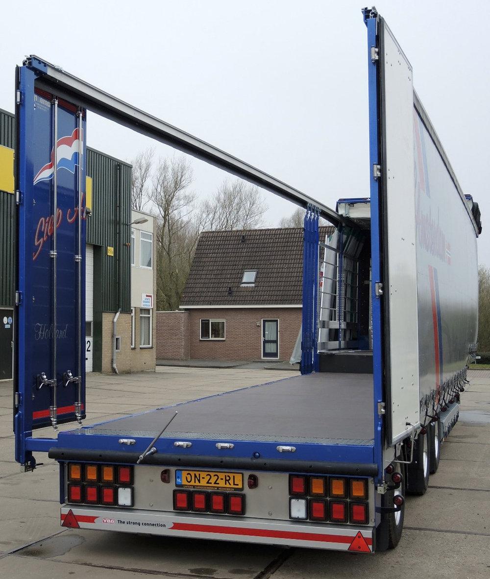 Semi dieplader met schuifzeilen voor Siep Amsterdam (2 van 4).jpg