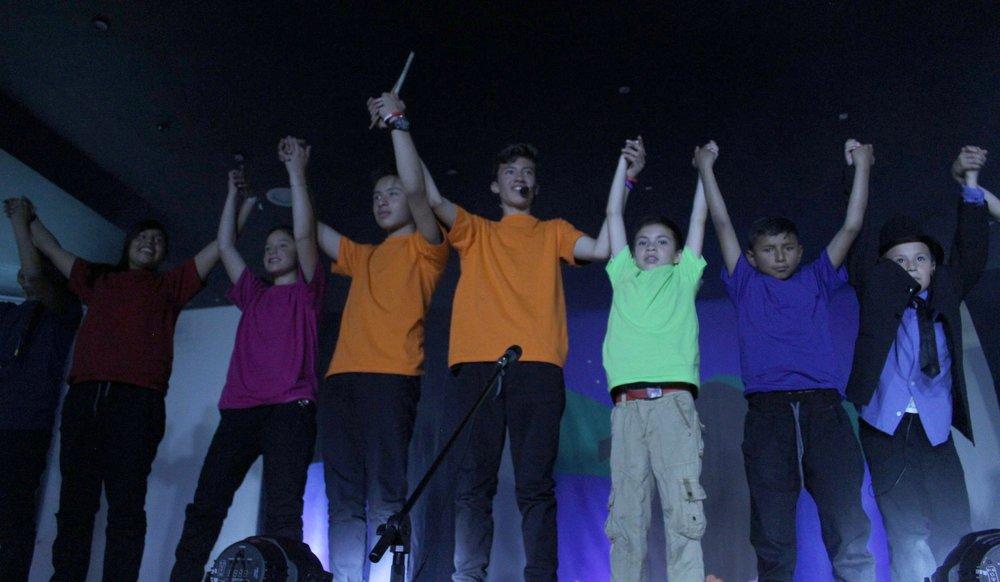 Recibiendo aplausos. Grupos de Stomp y Magia. 2015. Fotografía por Eduardo Rodriguez
