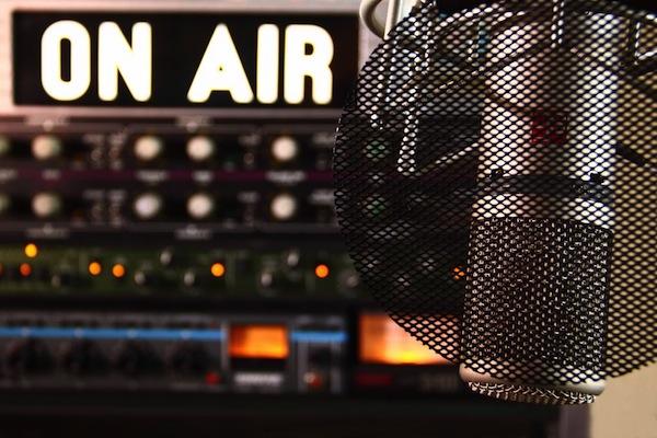on-air-radio-microphone-cc