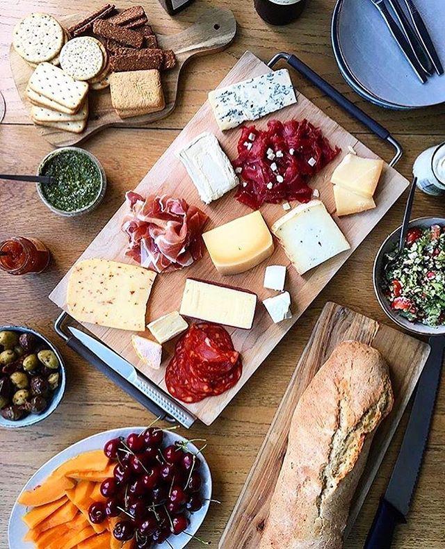 Flot tapasbord af @camillemaja med økologiske oste fra #ostenvedkultorvet 🧀❤️🙏🏼