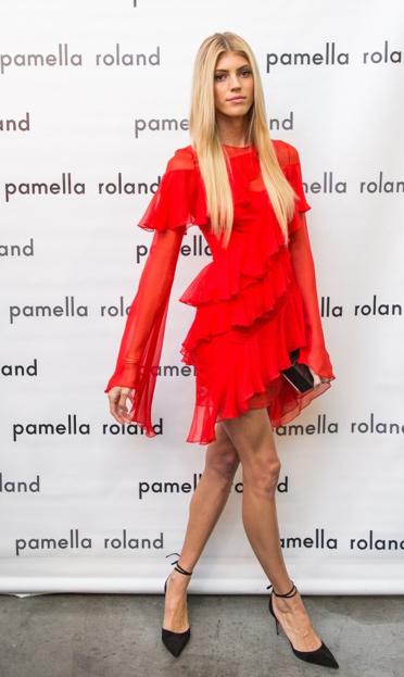 Model Devon at the Spring 2018 pamella roland Runway Show