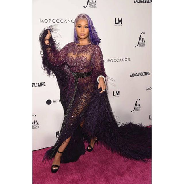 The Queen @nickiminaj has arrived in #pamellaroland at this year's @dailyfrontrow  awards styled by @sam__woolf