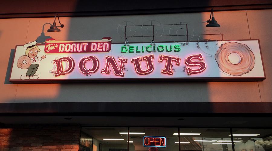 Foxs_Donut_Den.jpg