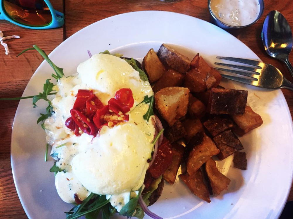 Hollandaise at a pizza place? You better believe it.