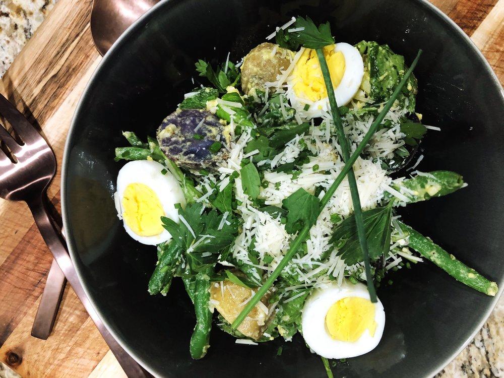 Sliced eggs = prettier picture