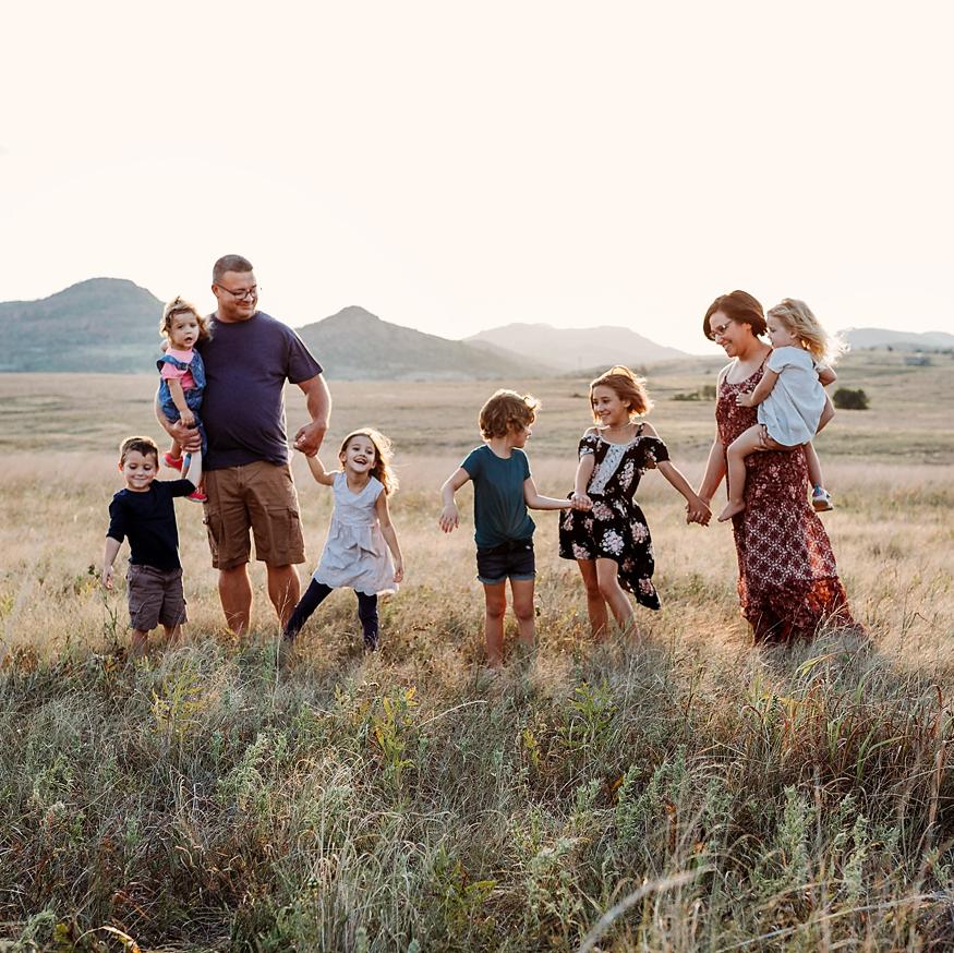 Wichita Mountains Adventure Family session, family of 8 taken by Kara Cheek Photography.