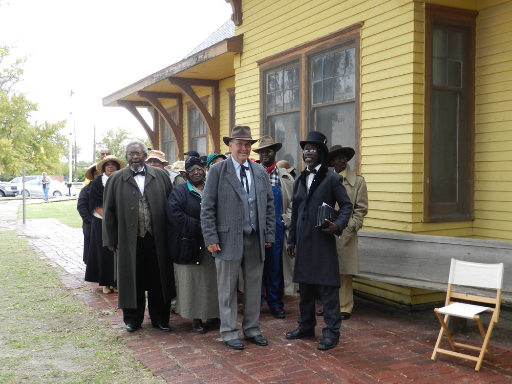 Settlers ariving at the Ellis depot.