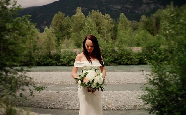 Oh my bride! 😱💕 Amanda & Joel #hainesgetslazed #bride #whitedress #pemberton #whistler #wedding #whistlerwedding #lookslikefilm #showmotion
