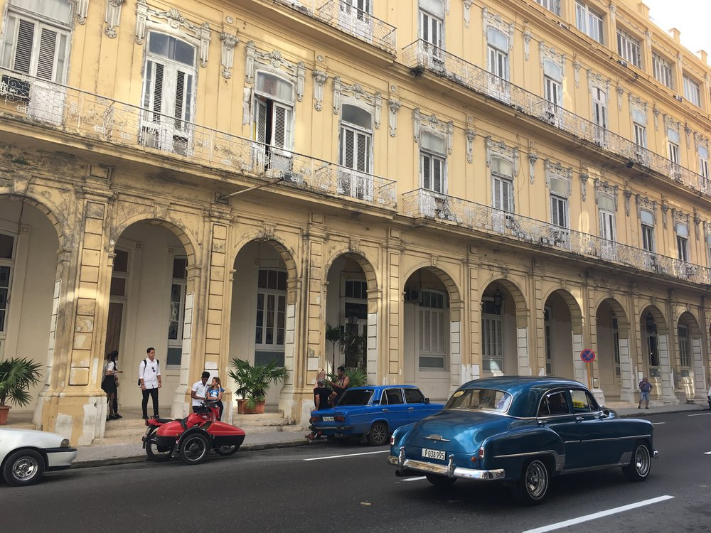 Old cars & yellow buildings on Paseo del Prado