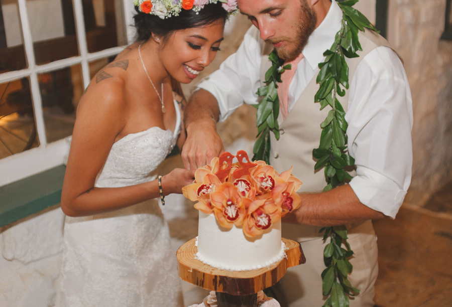 Cupcakes and cake at Maui wedding Venue Bailey house museum