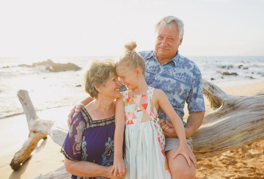 019-beach-driftwood-hawaii-family-photography
