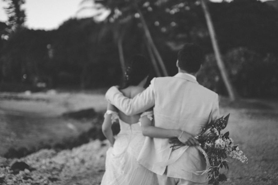 black and white maui wedding