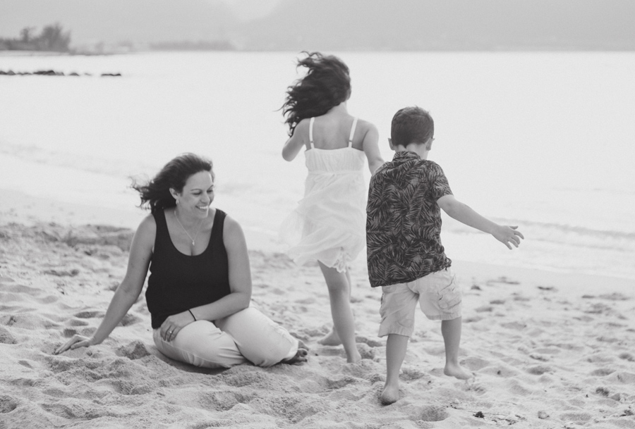 black and white maui family photographer